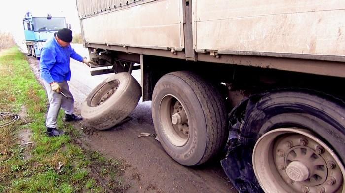 Пострадать может не только дальнобойщик. /Фото: youtube.com.