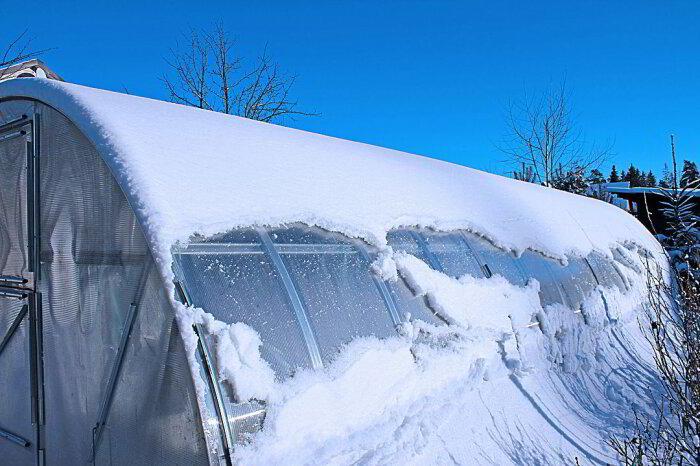 Поликарбонат не очень любит мороз. /Фото: polycarbo.ru.