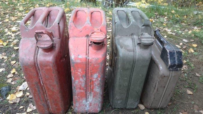 Такие канистры появились перед Второй мировой войной. /Фото: krsk.au.ru.