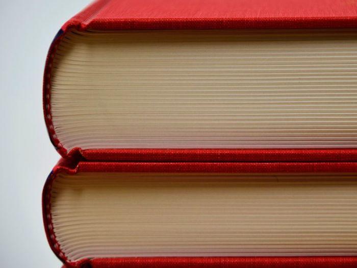 Каждая книга состоит из сшитых тетрадок.  Фото: pixnio.com.
