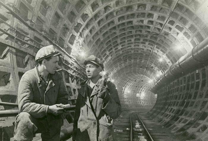Строили метро для решения трамвайной проблемы. |Фото: livejournal.com.