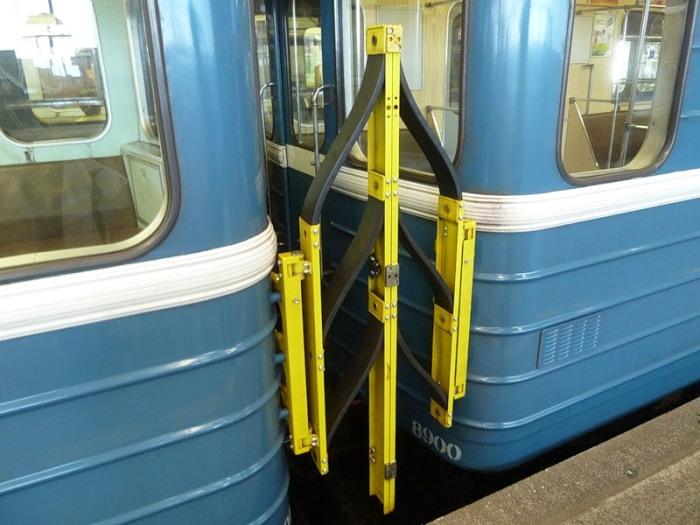 Раньше крючки выполняли ту же функцию, что и эта штука. /Фото: otvet.mail.ru.