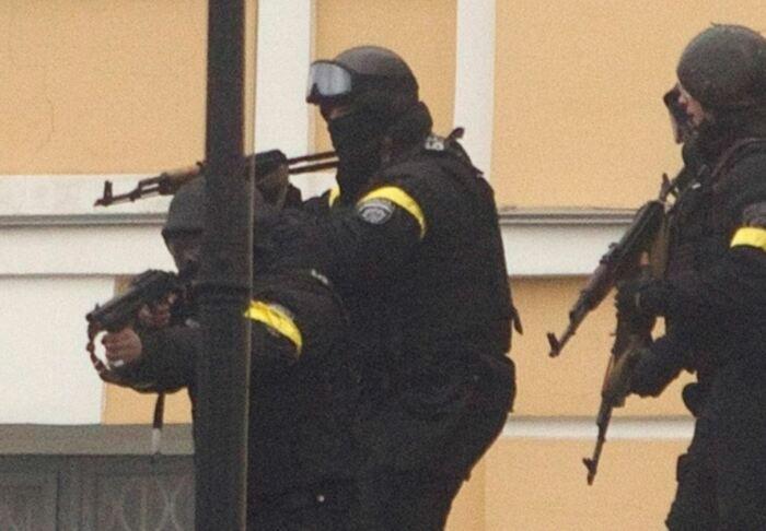 Ношение повязок практикует спецназ по всему миру. /Фото: sysadmins.ru.