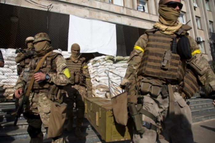 Нужна повязка для облегчения опознания своих. /Фото: news.bigmir.net.