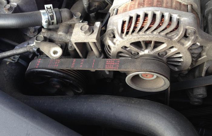 Ремень привода генератора, как и ремень ГРМ, необходимо менять в сроки, рекомендованные производителем. /Фото: drive2.ru.