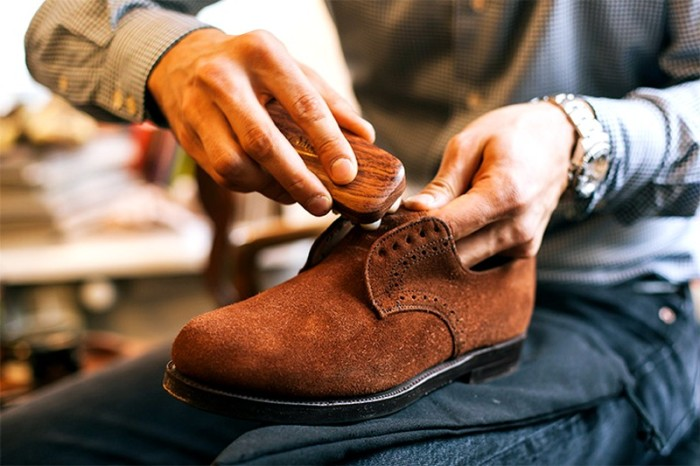 Перед нанесением защиты обувь следует почистить. /Фото: ok.ru.