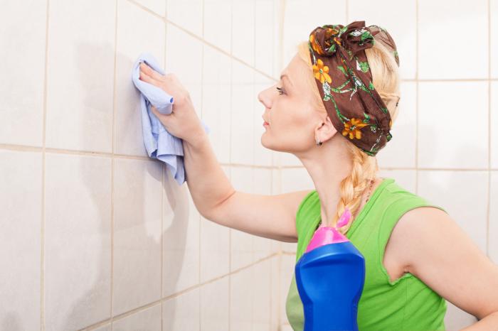 Плитка - тоже источник неприятного запаха. /Фото: plitkamira.ru.