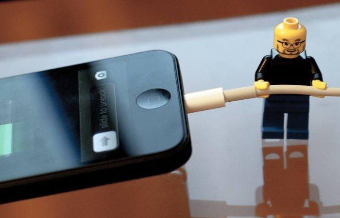 Как не стоит заряжать смартфон.