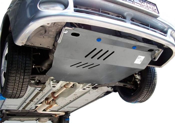 Лучше поставить пластиковую защиту. /Фото: autossport.ru.