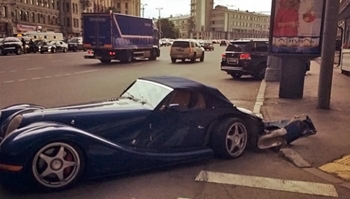 Разбитый автомобиль Гоши.