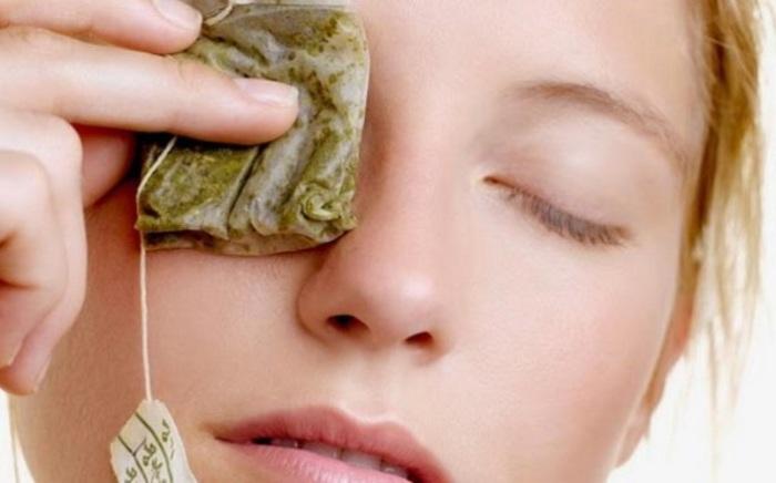 Зеленый чай поможет ухаживать за кожей под глазами.