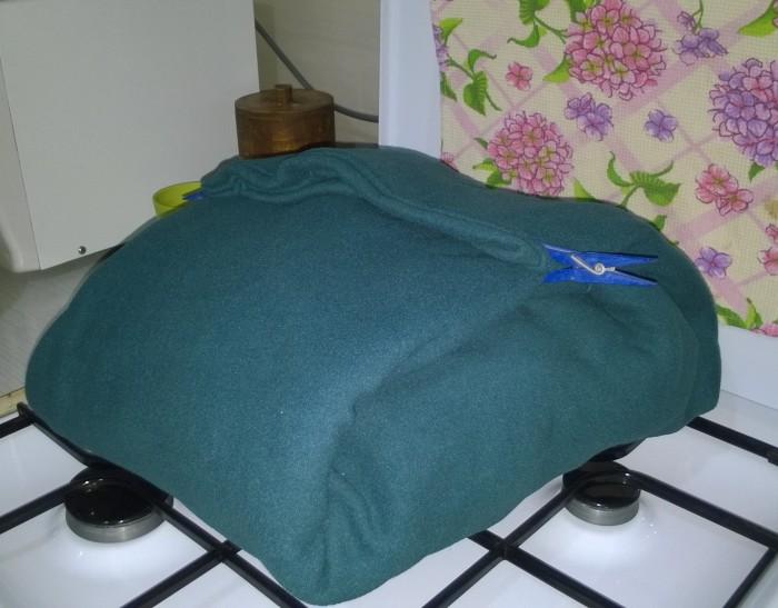 Плед поможет поддержать оптимальную температуру для закваски в течение 6-8 часов.