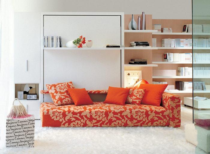Стильный вместительный диван.
