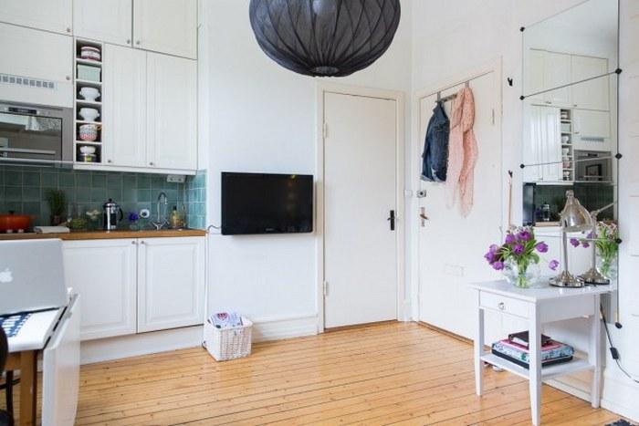 Для оформления этой квартиры выбрали белый цвет.