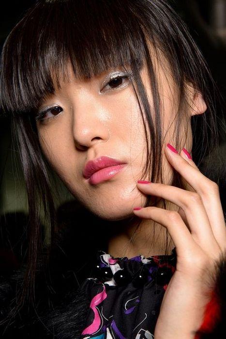 Красивый и женственный макияж губ.