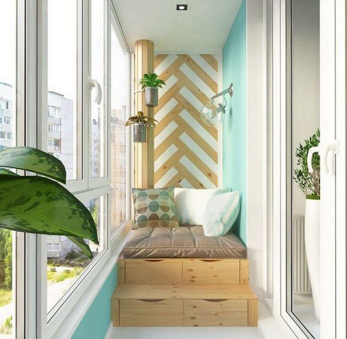 Компактное спальное место на балконе.