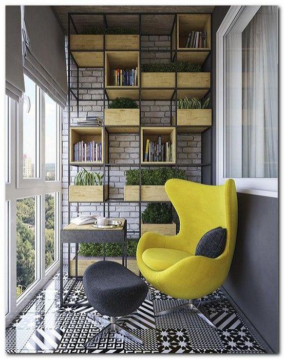 Домашняя библиотека на балконе.