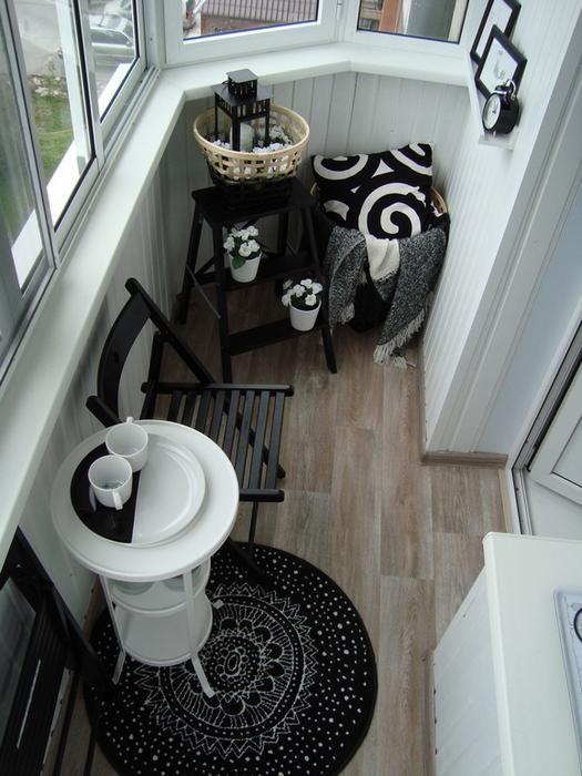 Пример оформления застеклённого балкона