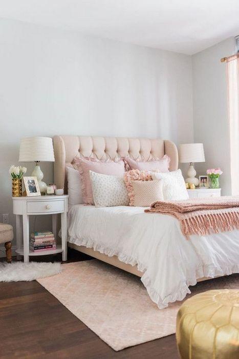 Уютная обстановка в спальне.