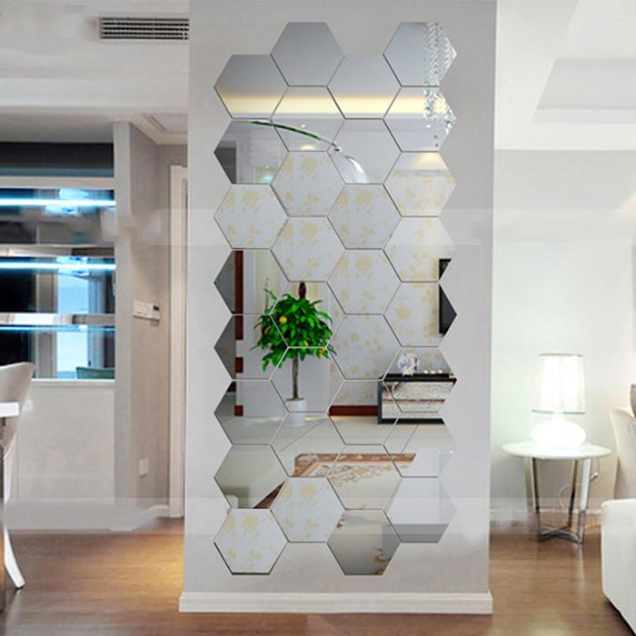 Декоративное зеркало в виде сот.