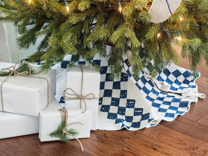 Подарки под ёлкой.