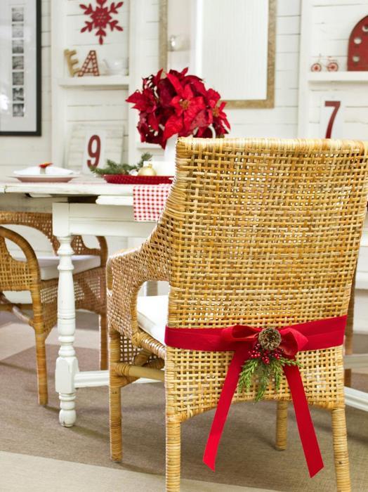 Новогоднее украшение мебели.
