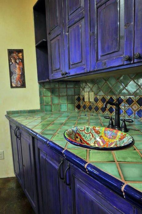 Колортиная столешница на кухне.