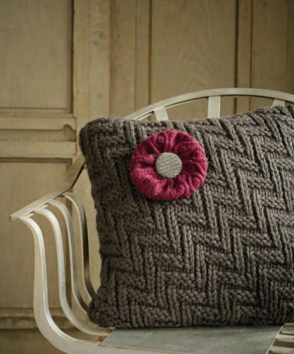 Декоративная наволочка из свитера.