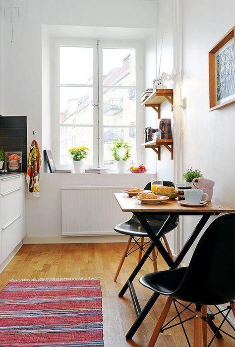 Столовая зона на маленькой кухне.