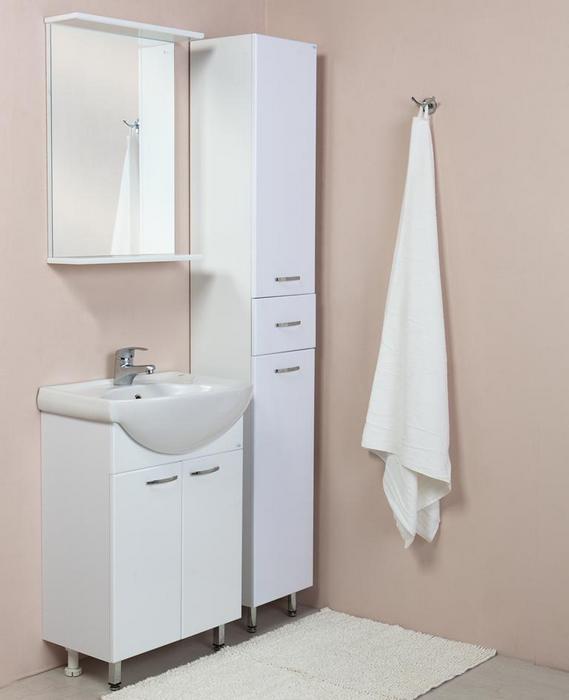 Стильный комплект мебели для ванной комнаты за 9 750 рублей.