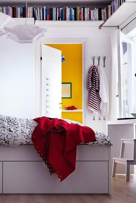 Хранение книг в спальне.