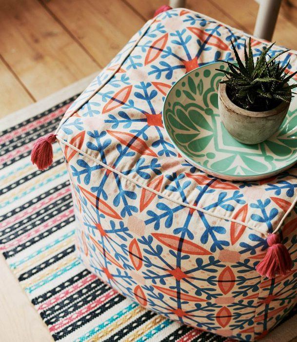 Мебель и посуда в этническом стиле.