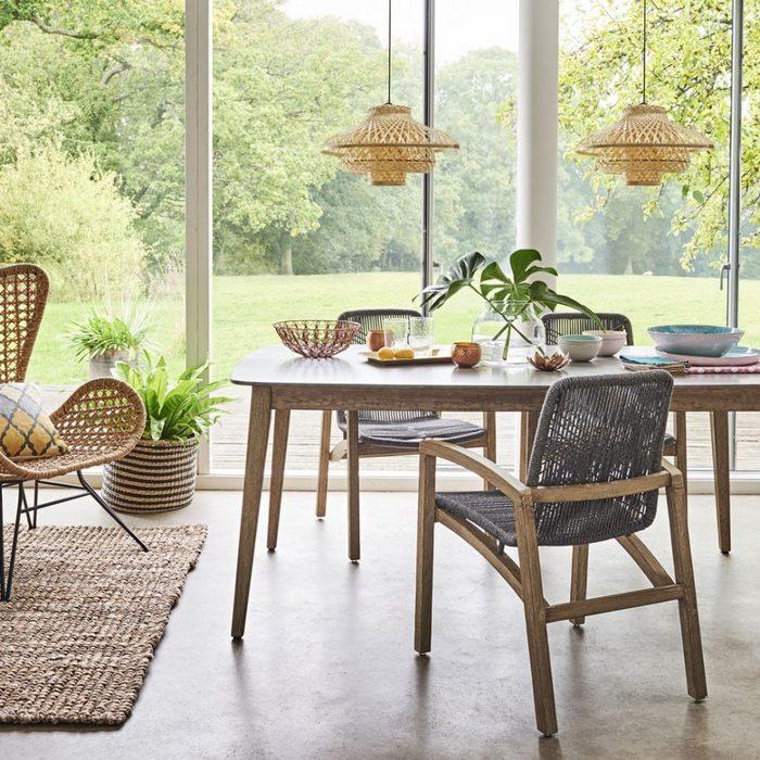 Стильная плетённая мебель.