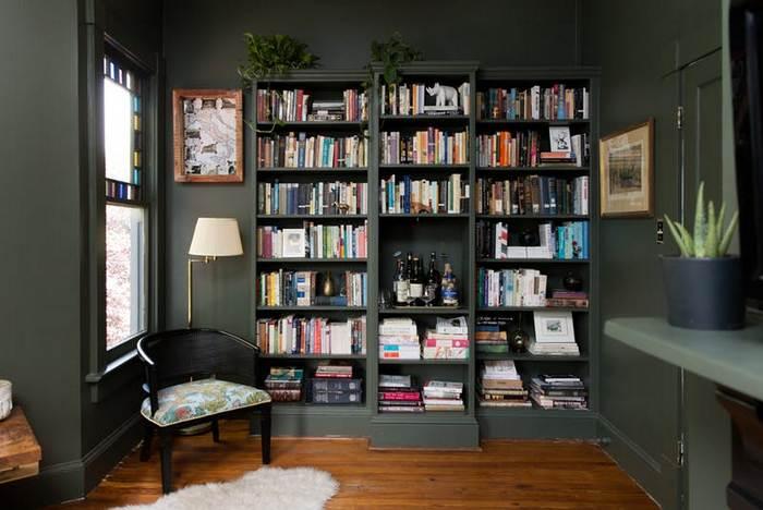 Книжная стена, вместо полок и шкафа.