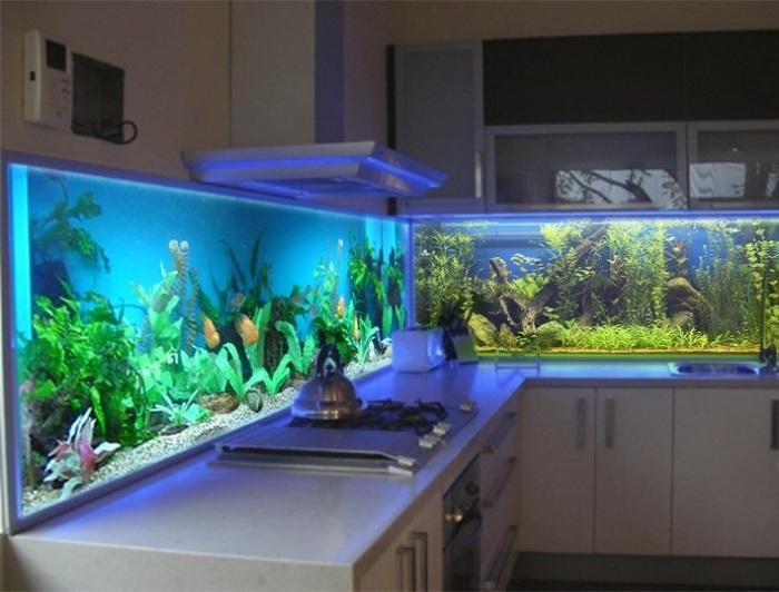 Фартук с имитацией аквариума.