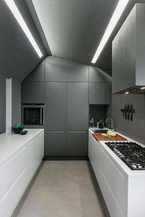 Современная кухня с космическим дизайном.