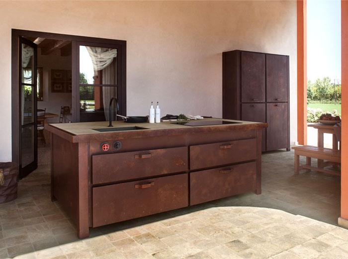 Стильная металлическая мебель для кухни.