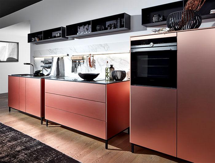 Модный медный оттенок в интерьере кухни.
