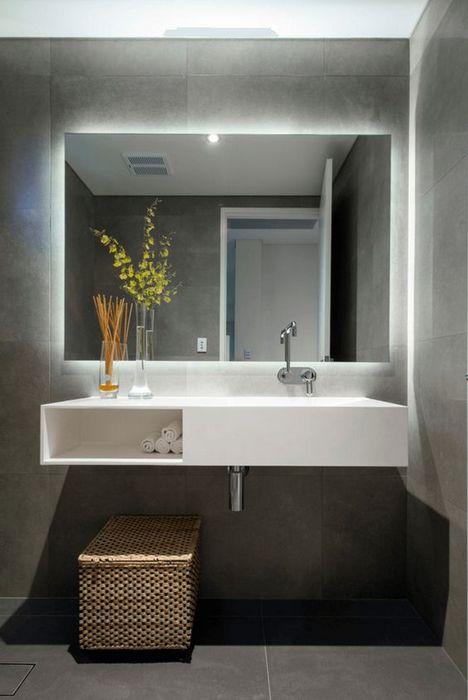 Романтичное освещение в ванной комнате.