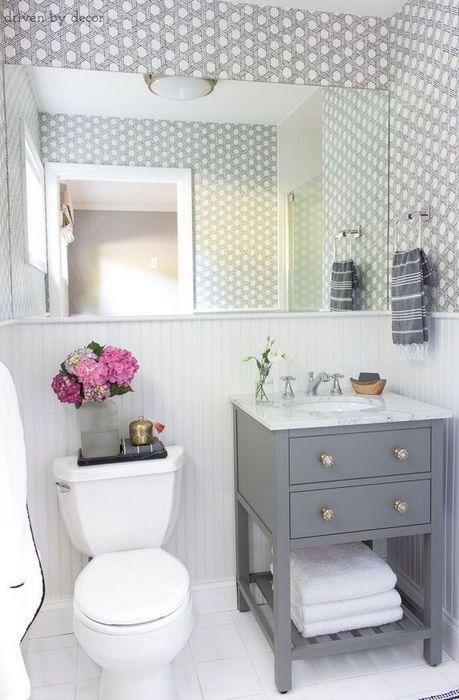 Зеркало для зрительного увеличения ванной комнаты.
