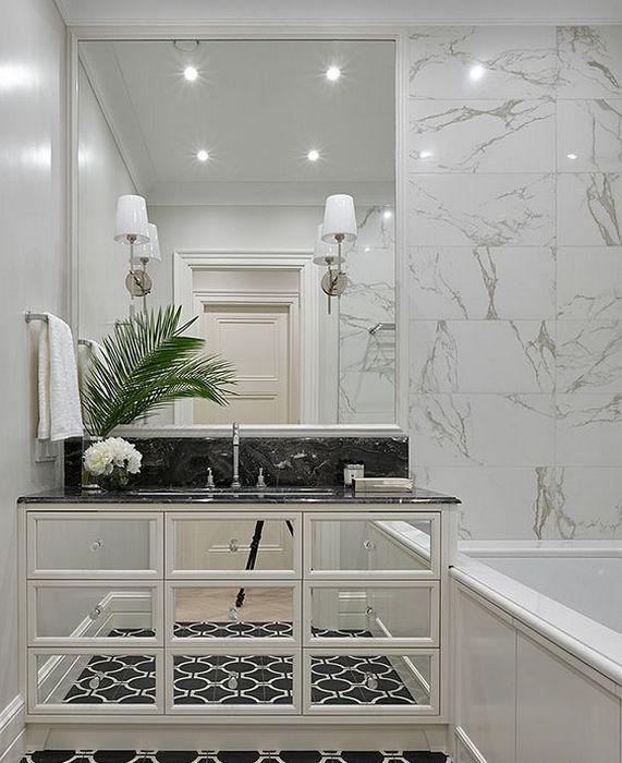 Зеркальная мебель в ванной комнате.