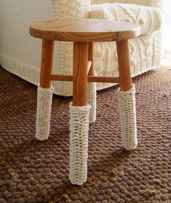 Вязаные носки для мебели.
