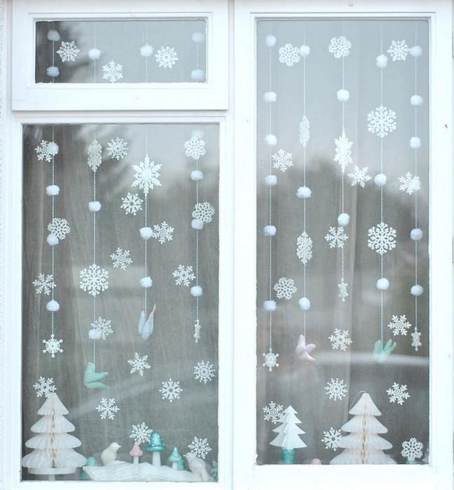 Новогоднее украшение окна.