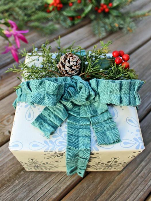 Красивый декор для новогоднего подарка.