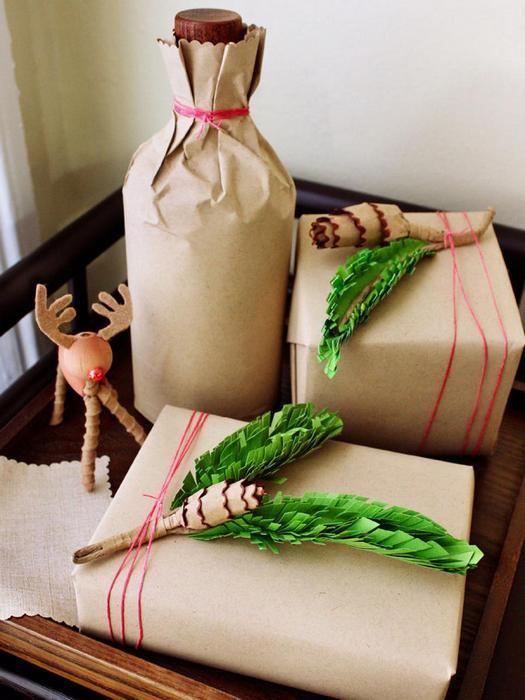 Оригинальный декор подарка цветной бумагой.