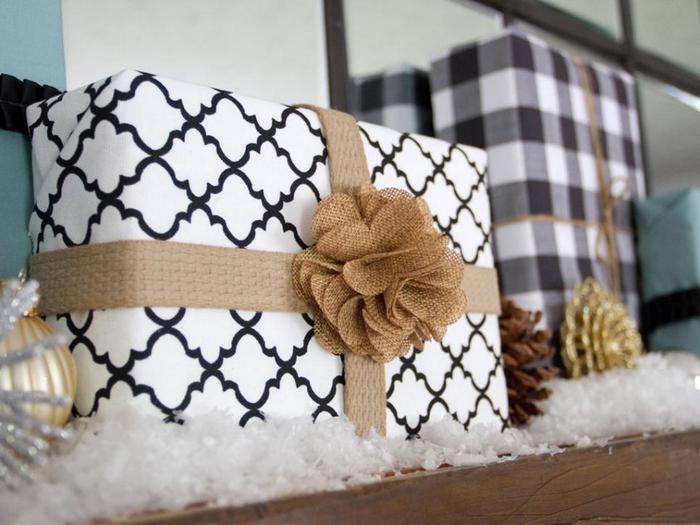 Обои можно использовать для упаковки новогодних подарков.
