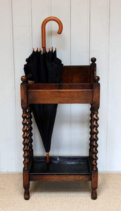 Деревянная подставка для зонтов.