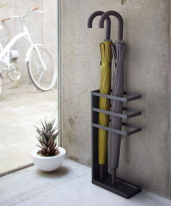 Стильная стойка для зонтов.