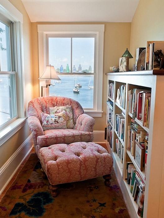 Уголок для чтения на балконе.