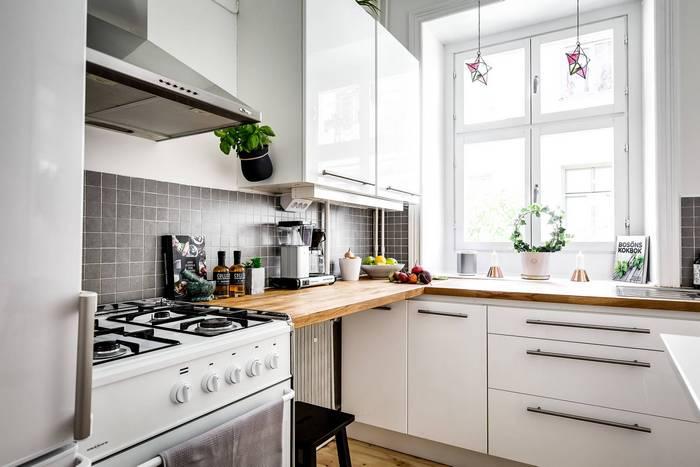 Небольшая кухня в квартире площадью 28 кв.м.